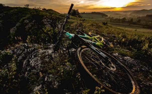 rower enduro wshod slonca zumbi cycles